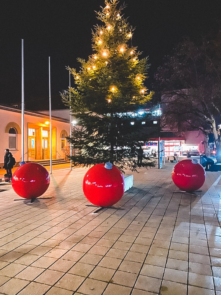 large christmas baubles terrachristmas