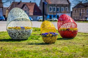 Easter inspirations: large urban Easter openwork eggs